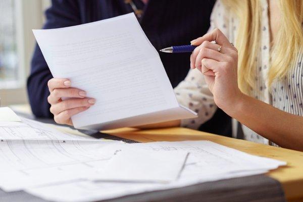 Изучение документов при покупке квартиры