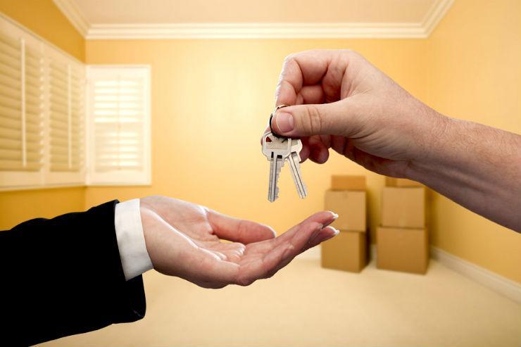 Приватизация служебного жилья: перевод квартиры в социальный найм и судебная практика